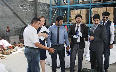 热烈欢迎巴基斯坦的著名的螺栓进口公司来我工厂参观